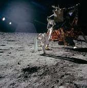 Aldrin_setting_up_the_Solar_Wind_Composition_Experiment_small