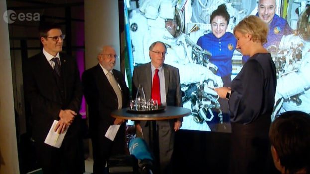 Nobel_Prize_laureates_call_to_Space_Station_card_full