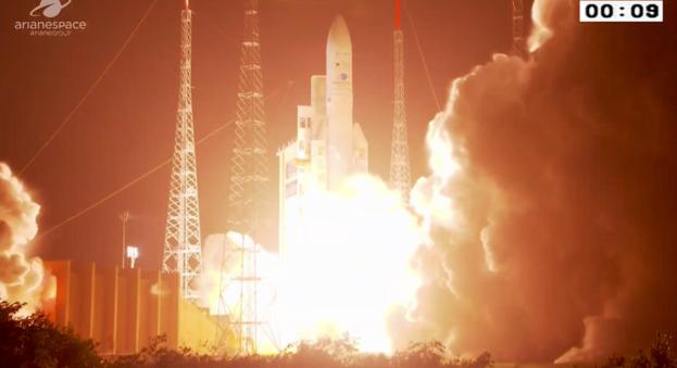 Ariane_5_liftoff_card_full